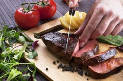 Rengeteg marhahús végzi a szemétben