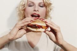 Így teszi tönkre testünket a gyorséttermi kaja