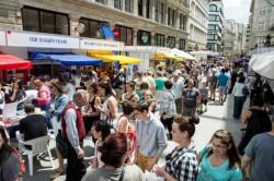 Több mint ezer szerző dedikál a Vörösmarty téren az Ünnepi Könyvhéten