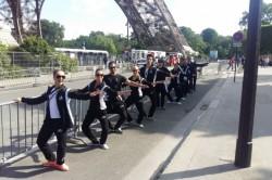 Táncosok az Eiffel-tornyon