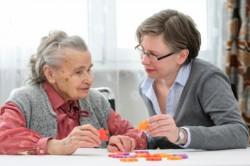 Gyorsabban hatalmasodik el a nőkön a dementia, mint a férfiakon