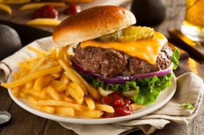 Nem csak vegetáriánusoknak: a hús iillúzióját adja a műhús-hamburger