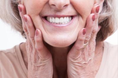 Szeretne fehérebb fogakat? Itt a módszer!