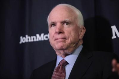 Sikeres agydaganatműtét John McCain szenátornál