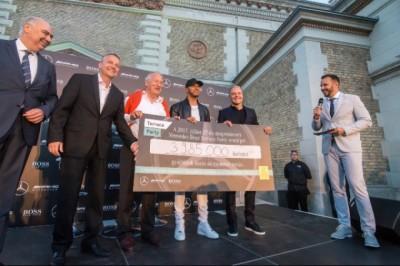 Hamilton és Bottas 4 milliónyi adományt gyűjtött