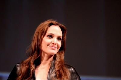 Angelia Jolie arcbénulását az akupunktúra gyógyította meg
