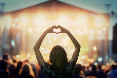 Holnap zár a Sziget! Megengedhetik-e maguknak a hazai fiatalok a fesztiválozást?