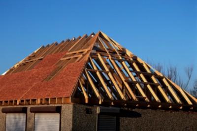 Rengeteg a viharkár! 7 tipp, hogy a tetőnk szélálló legyen