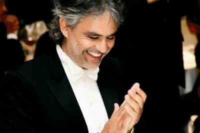 Robot vezényli Andrea Bocellit
