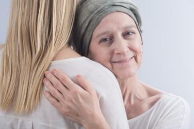Az egészségbiztosító egységesítené a daganatellenes terápiákat, az onkológusok tiltakoznak