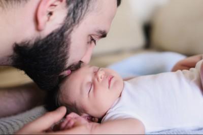 Ismert francia férfiak petíciója az apaszabadság meghosszabbítására