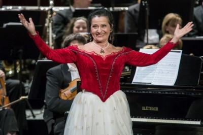 Tanyasi lányból lett világhírű operaénekes