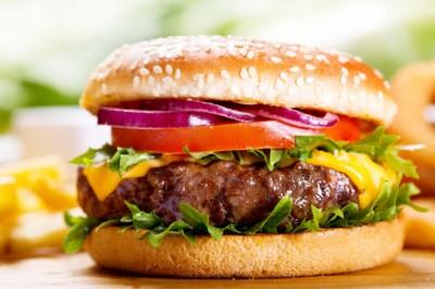 Hamburgeren él Trump: így nyom be 2400 kalóriát vacsira