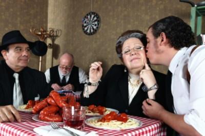Boroznak, cigiznek, túlsúlyosak, mégis tovább élnek Olaszország öregjei